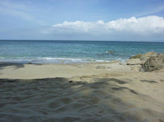 Tuko Beach Resort: Der kleinere Strand direkt vor dem Resort