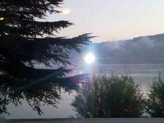"""Hotel Chalet del Lago """"La Libellula"""": dalla camera"""