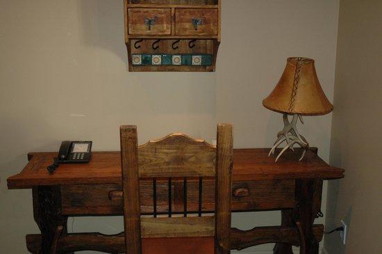 Retro Suites Hotel:                   Cowboy Suite Desk