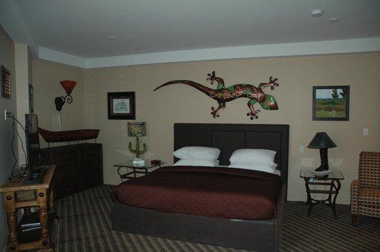 Retro Suites Hotel:                   Cowboy Suite