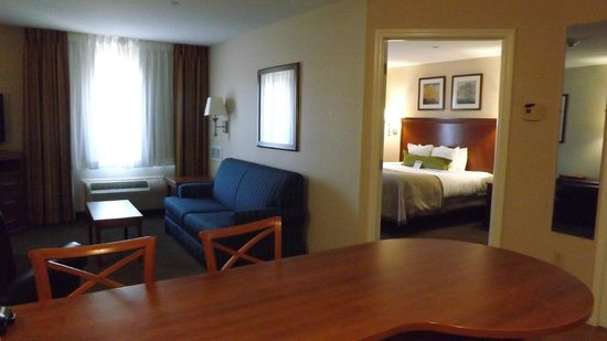 Candlewood Suites Fredericksburg: Our king two-room suite