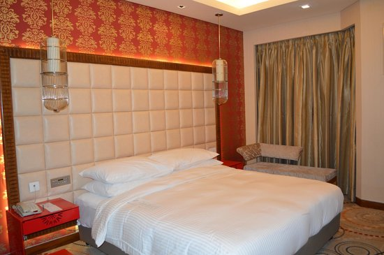 The Metropolitan Hotel & Spa New Delhi: King size room
