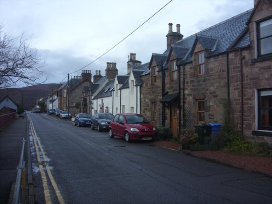 Argyll Hotel:                   Street view(Hotel is the white building)