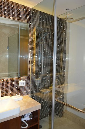 The Metropolitan Hotel & Spa: Bathroom