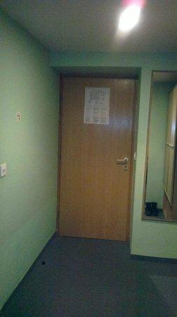 Youth Hostel Uni Hotel: Entrance
