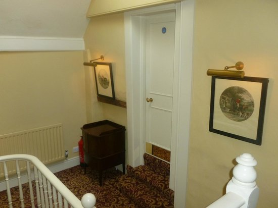 The Stag & Huntsman at Hambleden: Upstairs hall