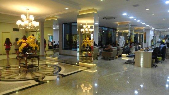 Taroba Hotel:                   hall do hotel muito bonito e confortável