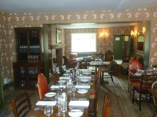 The Stag & Huntsman at Hambleden: Breakfast/Dinner room