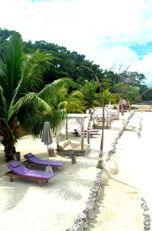 Le Domaine de L'Orangeraie Resort and Spa: outdoor beach sitting area