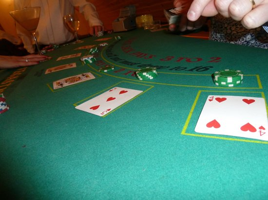 Piperdam Golf & Leisure Resort:                   Vegas card table in action