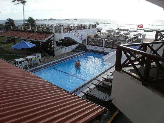 Coral Sands Hotel: Utsikt från rum 15 (resesällskapets rum)