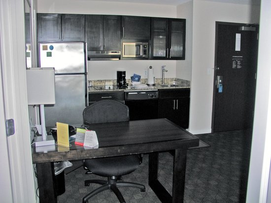 HYATT house Raleigh Durham Airport: kitchen and eating area desk in livingroom