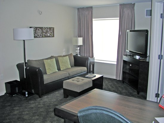 HYATT house Raleigh Durham Airport: looking at living room from kitchen area