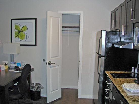 HYATT house Raleigh Durham Airport: coat closet in kitchen area