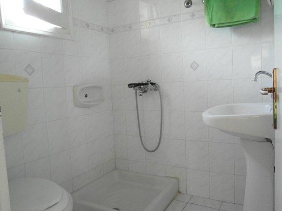 Almiros Apartments: Toillet
