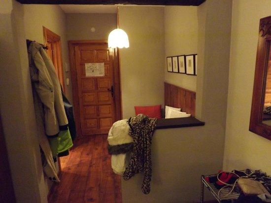 HG Maribel:                   Room