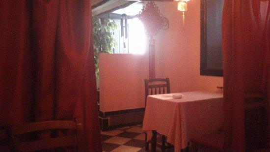 Le SAIGON: L'entrée du restaurant vue de l'intérieur