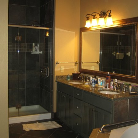 Wyndham Vacation Resorts at Glacier Canyon:                   Shower in the master