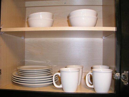 HYATT house Raleigh Durham Airport : dining ware in cabinet