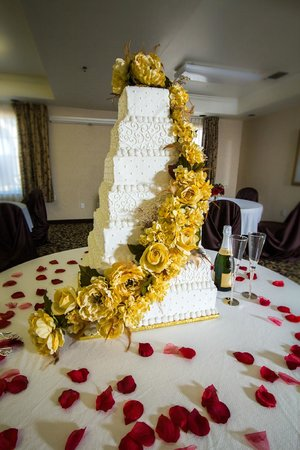 Comfort Suites : Meeting room decorated for wedding reception