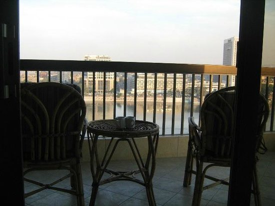 Hilton Cairo Zamalek Residences: البلكونة الواسعة الخاصة بالغرفة الكينج