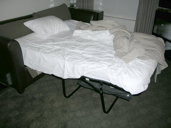 HYATT house Raleigh Durham Airport: house keeping not making the sofa sleeper bed again