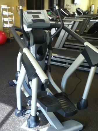 HYATT house Raleigh Durham Airport: stair stepper in fitness room