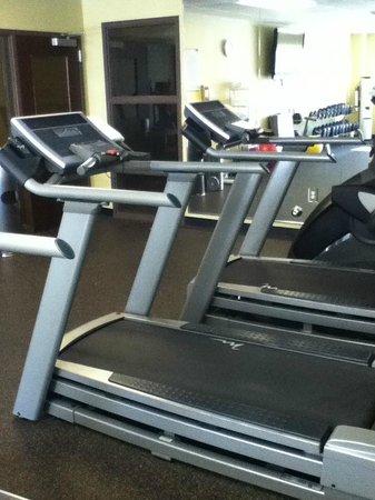 HYATT house Raleigh Durham Airport: fitness room looking toward mirrors