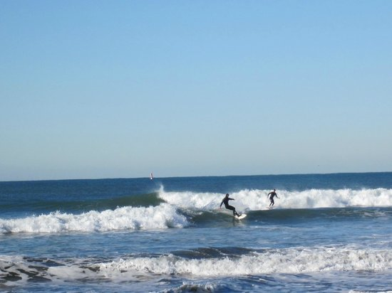 Holiday Inn Oceanside Camp Pendleton Area: Surfers enjoying the beach
