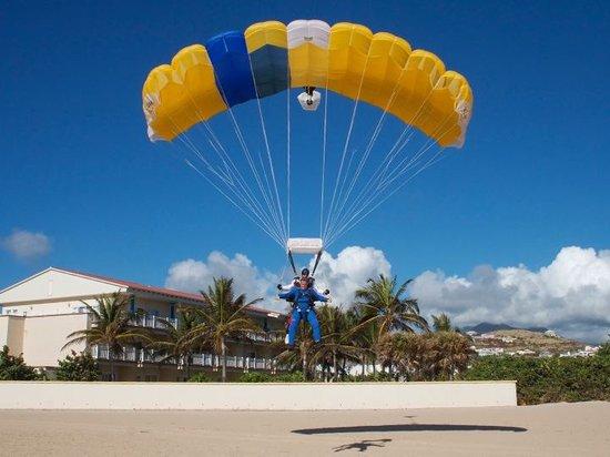 Skydive St Kitts: Tip toe Landing!!!