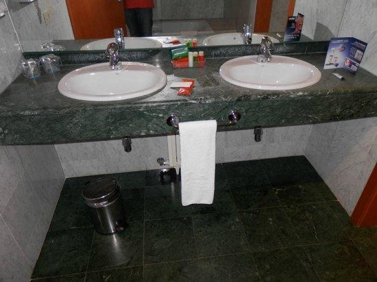 NH Malaga : lavabos