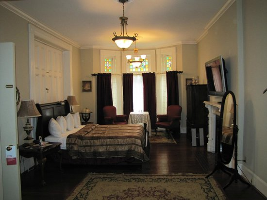 Brockville Victoria Inn: The Charles Jones Suite