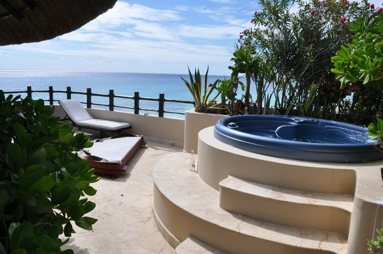 El Taj Oceanfront & Beachside Condos Hotel:                   Terrace hot tub