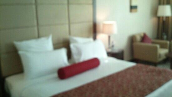 Park Regis Kris Kin Hotel: king bed