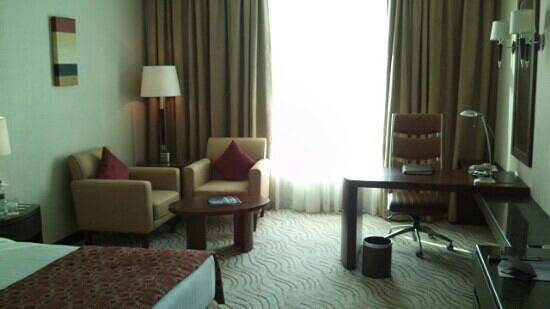 Park Regis Kris Kin Hotel: nice office!!