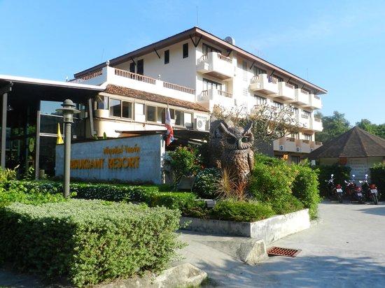 Srisuksant Resort: Entrata hotel