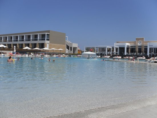 Pelagos Suites Hotel:                   main pool