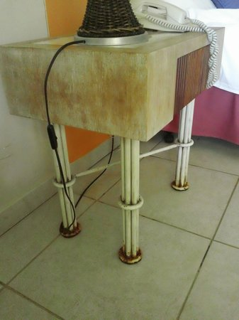 Iberostar Bahia: Otro mueble con herrumbre