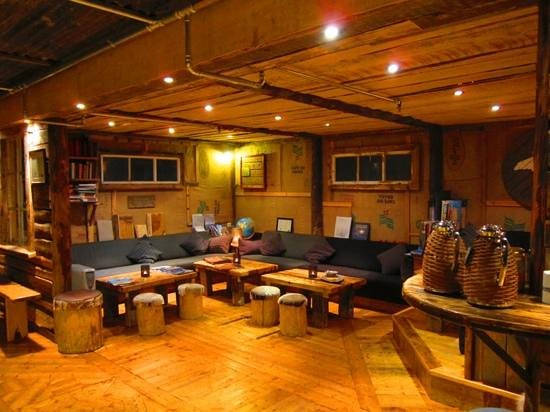 Basecamp Hotel: Reception area