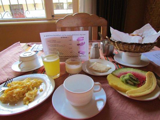 Travellers Inn: Desayuno