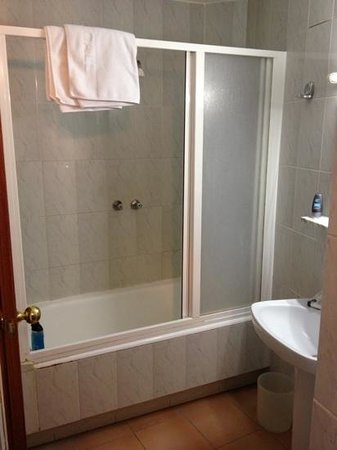 Hotel El Call:                   Powerful (ish) shower and basin - clean