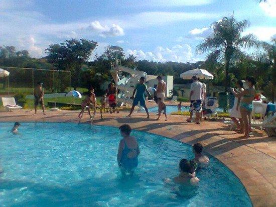 Hotel Vale das Aguas : Brincadeiras na piscina