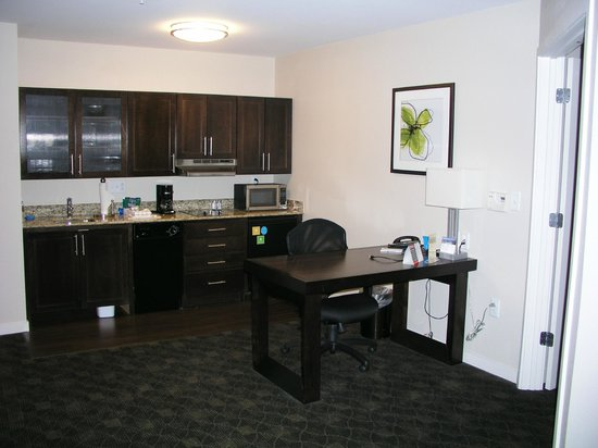 "HYATT house Raleigh Durham Airport : handicap (""assessable"") kitchen with out full size refrigerator"
