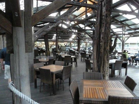 Ramada Resort Port Douglas:                   outdoor bistro