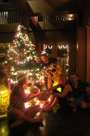 Phi Phi Banyan Villa:                   The reception area at christmas