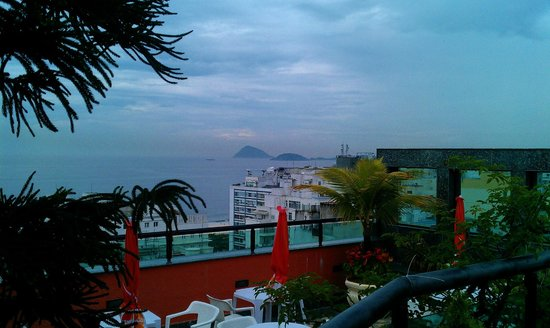Mirasol Copacabana Hotel:                   I wanted to show the photo on there site were true this taken from the roof 1/