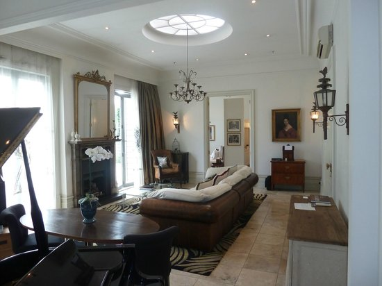 Mollies:                   The Room