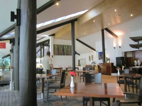 Kewarra Beach Resort & Spa : breakfast in restaurant