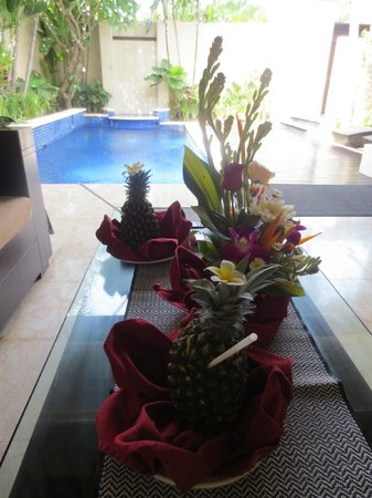 RC Villas & Spa: welcome drinks with pool view