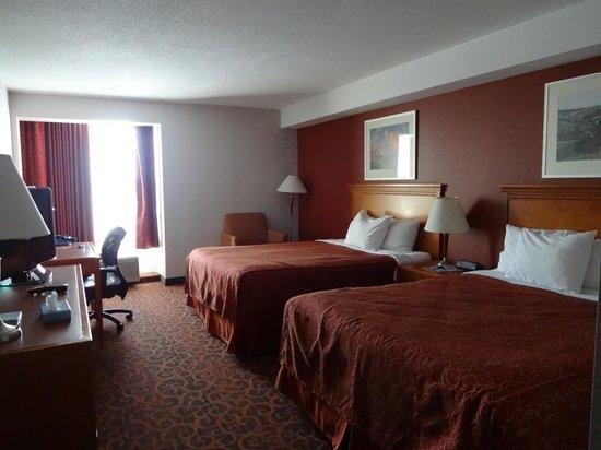 Ramada Niagara Falls/Fallsview: Room 820